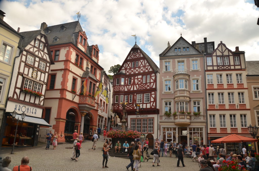 A day trip to Bernkastel-Kues that lies only 2,5 hours' drive from Brussels. Here is some inspiration on how to spend a day in this charming German town.