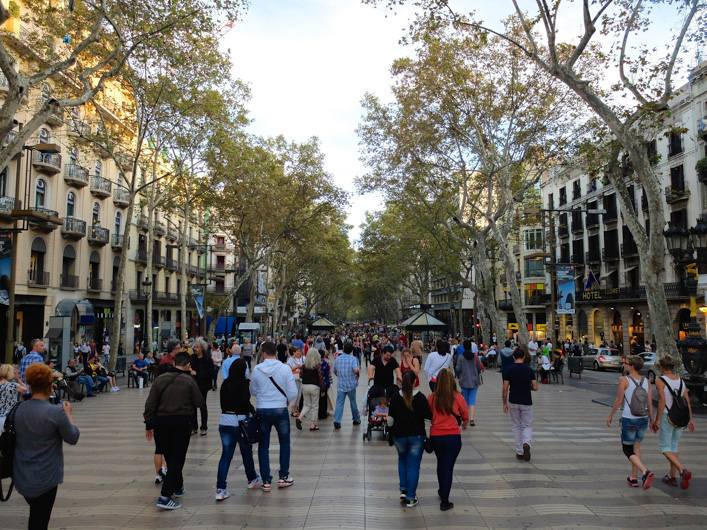 In order not to miss anything important whether you spend here a weekend or more days, here is a list of the 10 things to see and do in Barcelona.