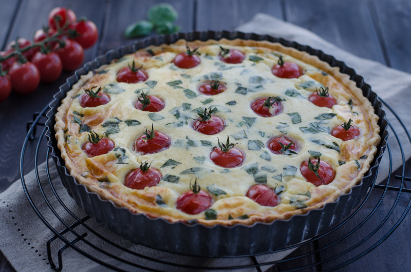 The mixture of gruyère and mozzarella in this Cherry Tomato Quiche is just a divine combination and so the cheese lovers will not resist this quiche!