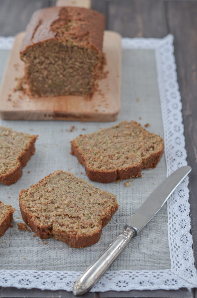 A delicious zucchini bread with ground nuts and gingerbread spices, which contains less fat and sugar than in the classic recipes. You will love it!