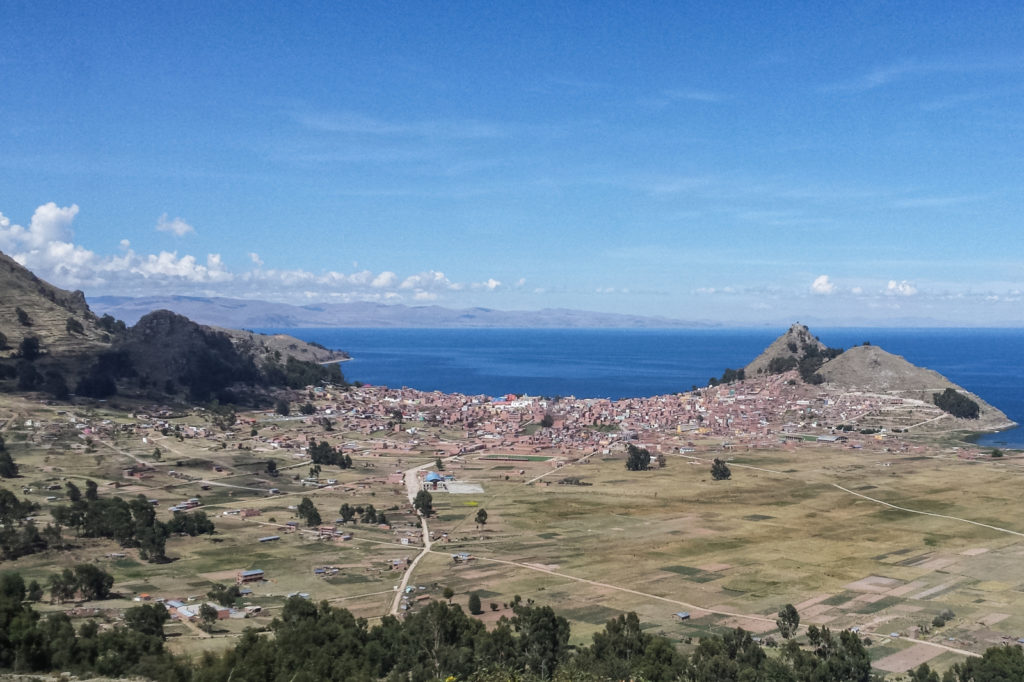 In this post, I will tell you why we decided to approach Lake Titicaca from Bolivia and you will also get an idea on what to see and do in Copacabana.