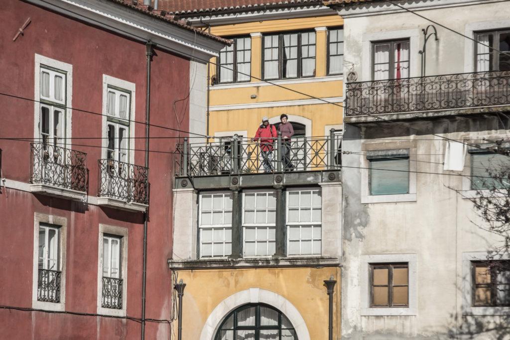 Vydejte se se mnou do spleti malých uliček nejstarší části Lisabonu zvané Alfama, jež odolala zemětřesení v roce 1755 a zachovala si tak svou dřívější tvář.