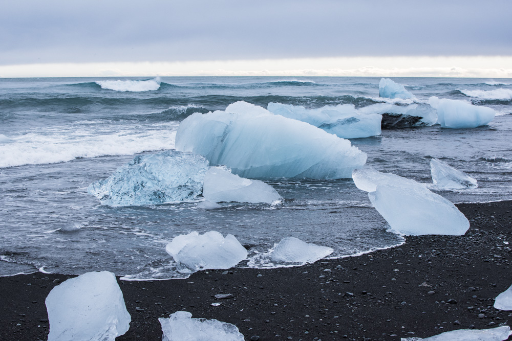 Tady je pár řádek o jihovýchodní části Islandu - podíváme se za islandskými koňi, do ledovcové laguny, k několika krásným vodopádům a na černou pláž.