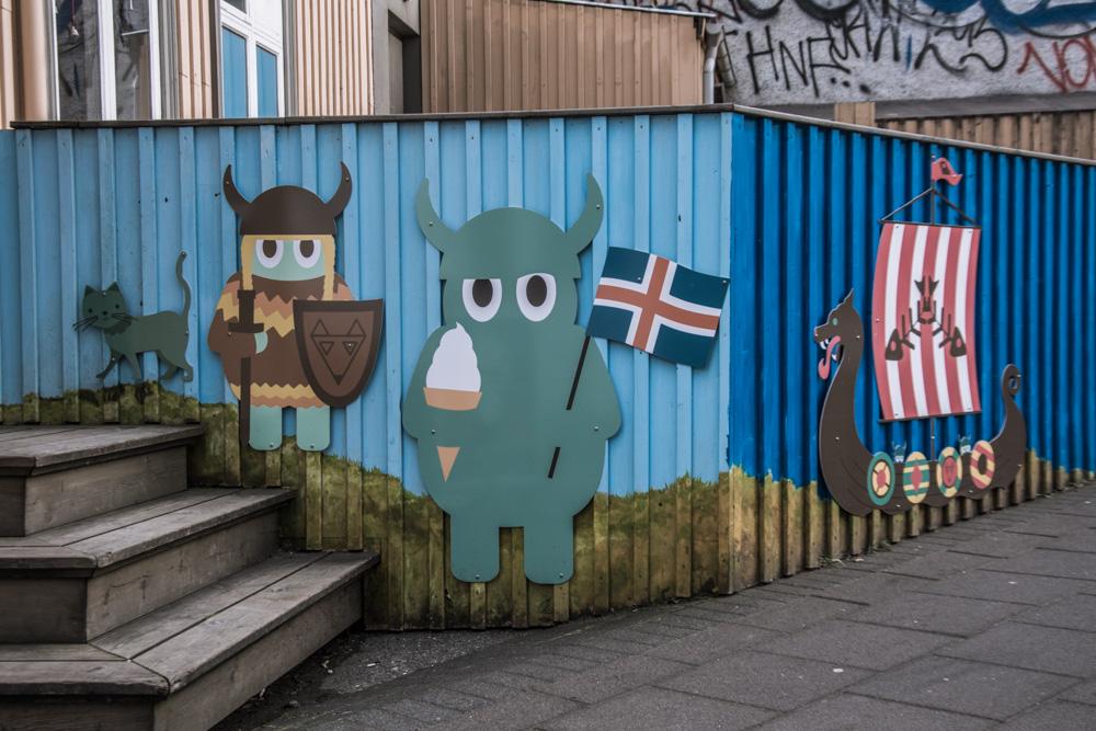Abych dokončila a uzavřela sérii o road tripu na Island, tady jsou naše poslední dva dny strávené ve Zlatém trojúhelníku a v Reykjavíku a opět plno fotek.