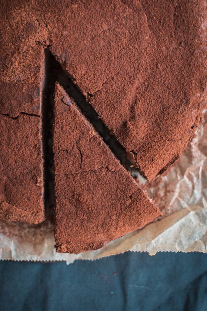 Čokoládovo-pomerančový fondant s ricottou je skvělá volba pro milovníky čokoládových dezertů typu fondant/moelleux bez zbytečného másla.