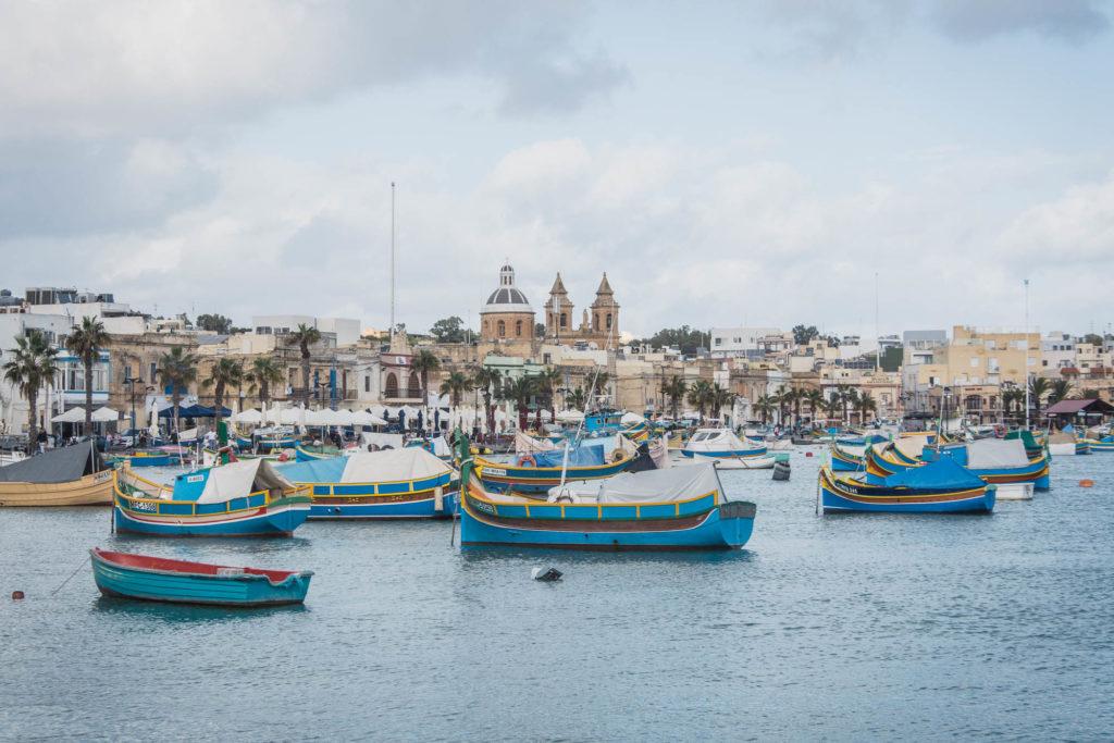 Dnešní článek je o našem podzimním výletu na Maltu. Kde se ubytovat, jak se pohybovat po ostrovech, a co vše se dá vidět za 5 dní na Maltě.